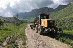 В Эльбрусском районе проведены работы по очистке проезжей части от осыпей и селевых выносов