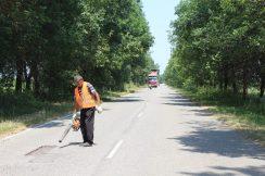 На автомобильной дороге Ст. Черек — Жемтала проводятся работы по ямочному ремонту.