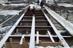 В с.п. Нижний Чегем капитально ремонтируется мост через реку Чегем, соединяющий две части села и ведущий к сенокосным и пастбищным угодьям.
