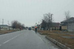 В Лескенском муниципальном районе Кабардино-Балкарской Республики на автомобильных дорогах общего пользования регионального значения ведутся работы по очистке дороги от снега